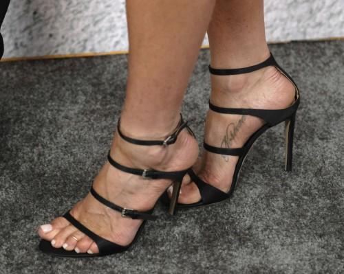Jennifer-Anistons-Feet-5873ecbadeebc841eb.jpg