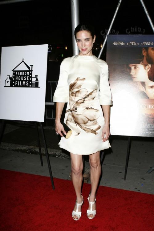 Jennifer-Connellys-Feet-35eaaf7e3898129d37.jpg