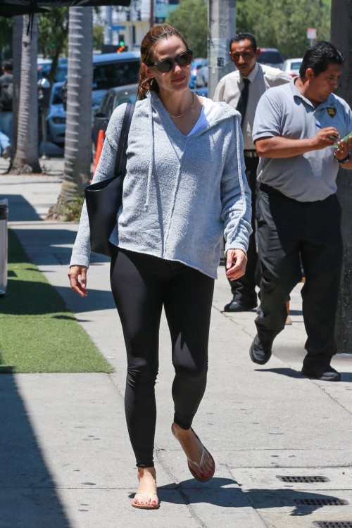 Jennifer-Garner-Feet-10f7c8d1a5192d331c.jpg