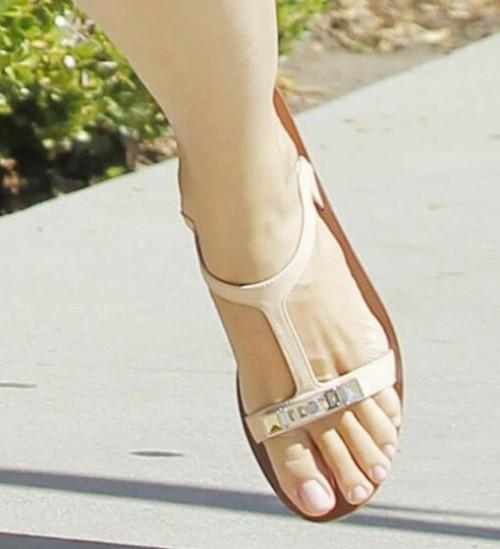 Jennifer-Garner-Feet-405c4af6511077b16.jpg