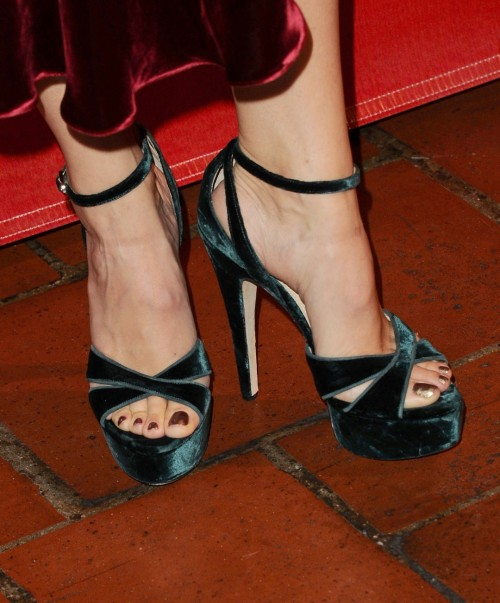 Jennifer-Garner-Toes-525de76aa690eb719.jpg