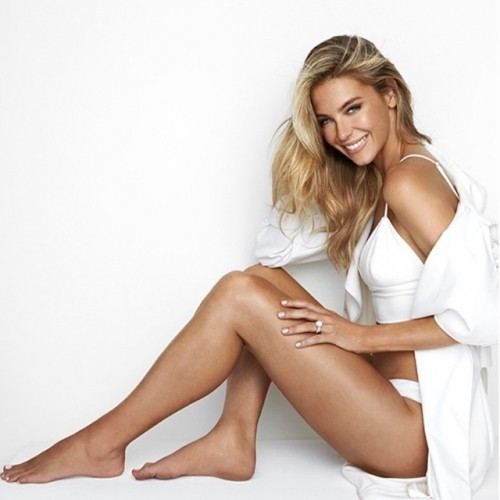 Jennifer-Hawkins-Feet-1074fc36721997e220.jpg