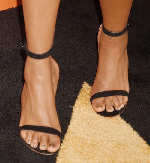 Jennifer-Hudson-Feet-5b3b20fd9d2a381f5.jpg
