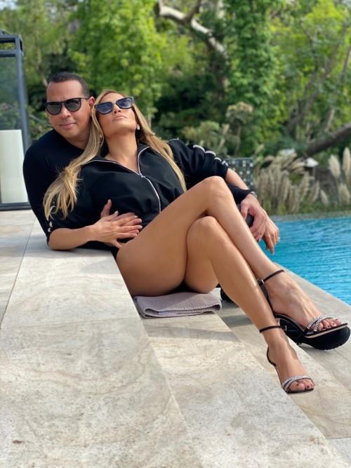 Jennifer-Lopez-Feet-20a6ab43d7e1fc4d1a.jpg