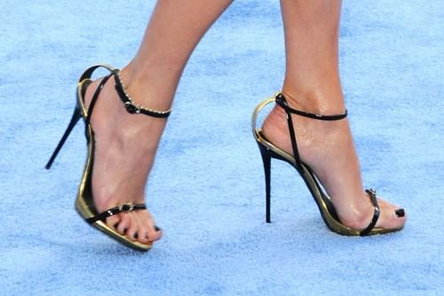 Jennifer-Lopez-Feet-34fdcdf20f7f42088f.jpg