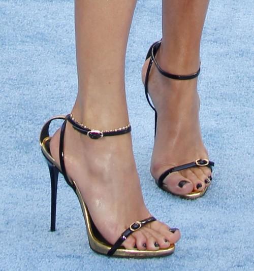 Jennifer-Lopez-Feet-35b704a22af83cb7f6.jpg