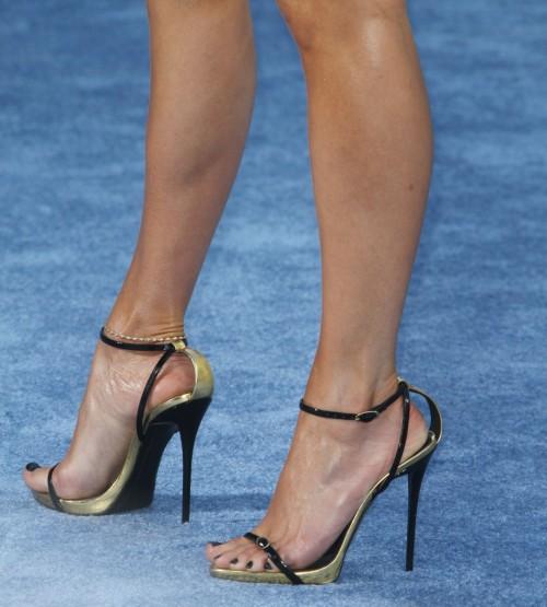 Jennifer-Lopez-Feet-368d6301465f298d55.jpg