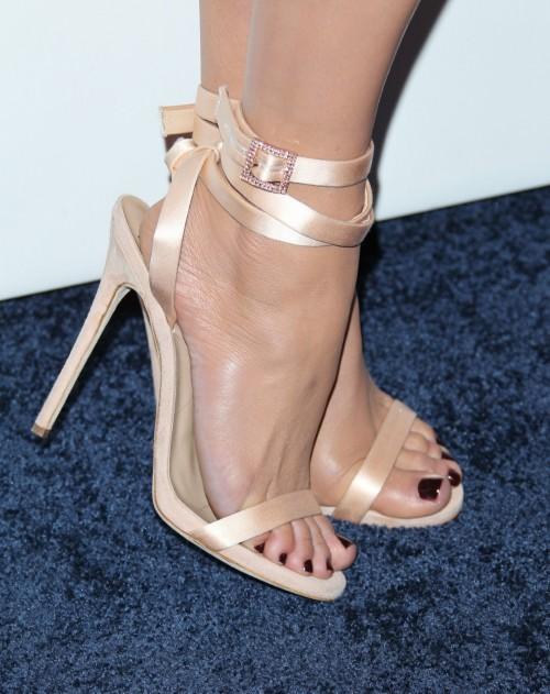 Jennifer-Lopez-Feet-43eeac146775578001.jpg