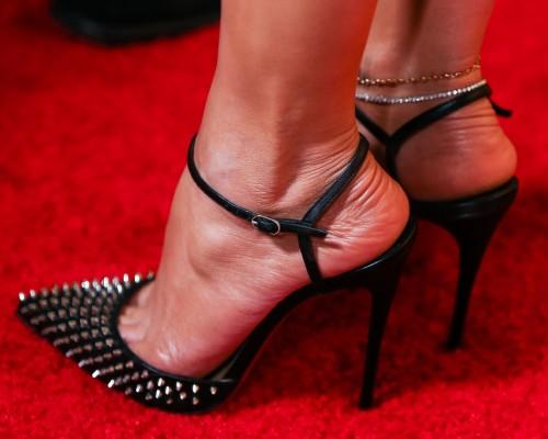 Jennifer-Lopez-Feet-45e78c70351881a4b7.jpg