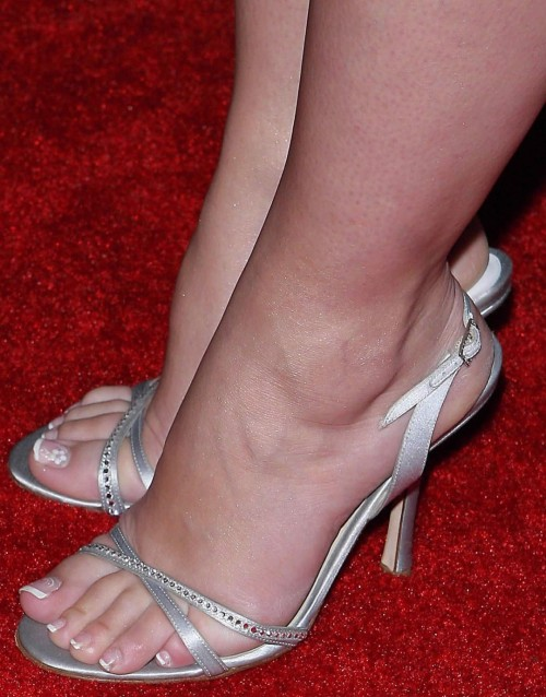 Jennifer-Love-Hewitt-Feet-17617038b3a66cf8d.jpg