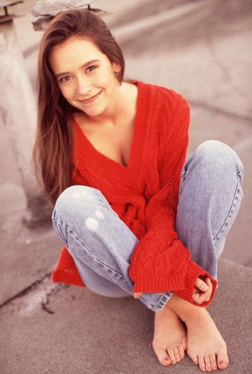 Jennifer-Love-Hewitt-Feet-2afe124a58edf3492.jpg
