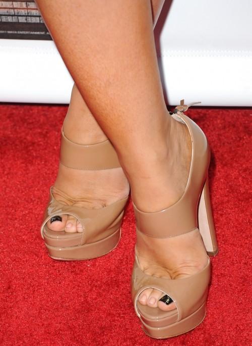 Jennifer-Love-Hewitt-Feet-7a10afdd148b26e95.jpg