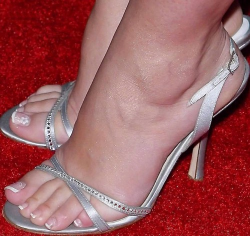 Jennifer-Love-Hewitt-Feet-82442f95a2c470f39.jpg