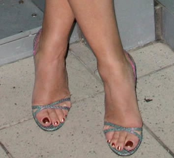 Jennifer-Tilly-Feet-17783db7d5f3794e1c.jpg