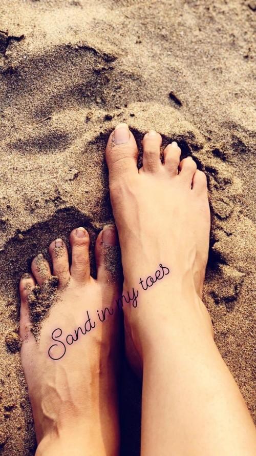 Jennifer-Winget-Feet-4c72dd1cb426666dc.jpg