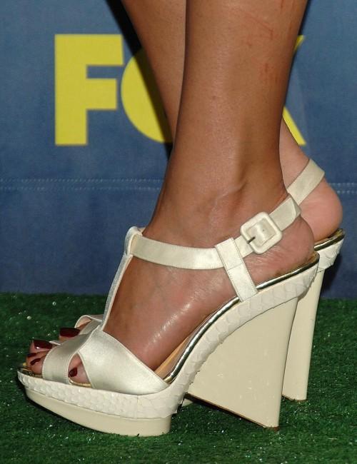 Jessica-Albas-Feet-243a3b2e9eb947823f.jpg