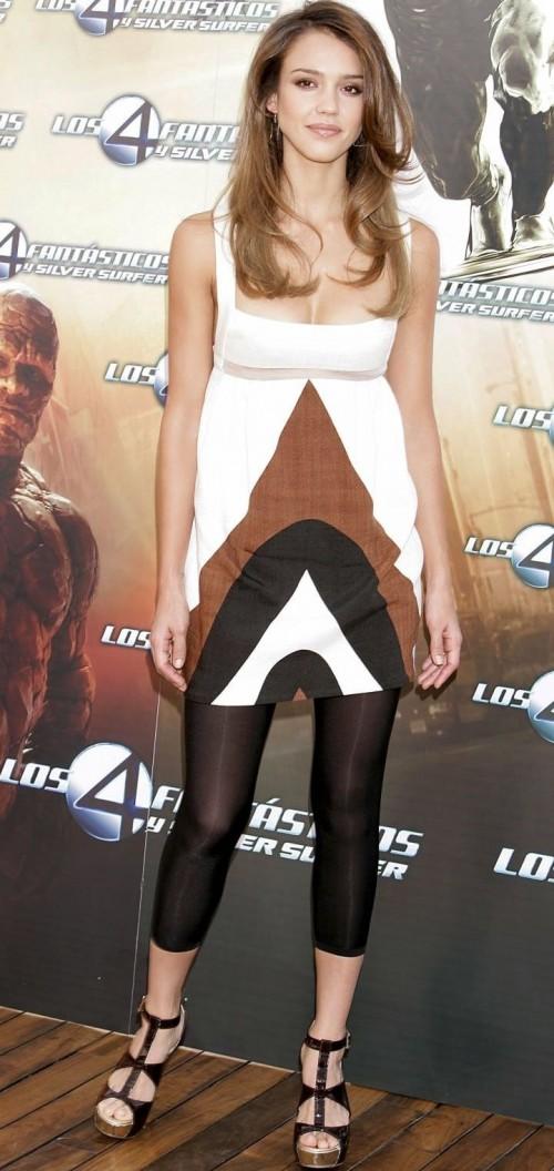 Jessica-Albas-Feet-25a53063ccc43cfa34.jpg