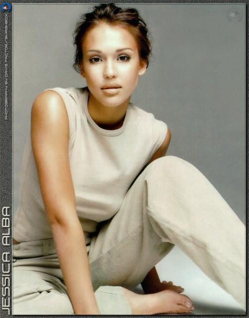 Jessica-Albas-Feet-27d019ac4143457336.jpg