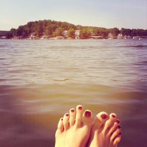 Jessie-Artigue-Feet-1100396375467995aa19c0f.jpg