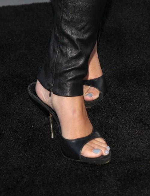 Jodie-Sweetin-Feet-63147dc8df4338d1a.jpg