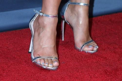 Julianne-Hough-Feet-26fe6b6148f96f3817.jpg