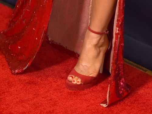 Julianne-Hough-Feet-298fb20c3cb5840630.jpg