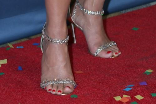 Julianne-Hough-Feet-30746668c088ad9419.jpg