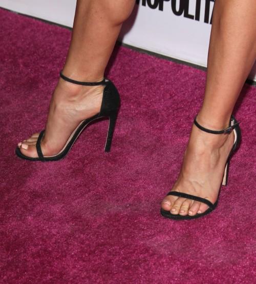 Julianne-Hough-Feet-4d7b5635d35f99fed.jpg