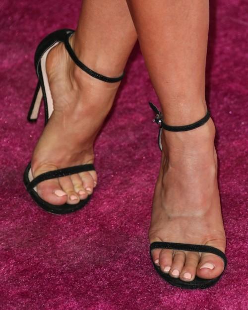 Julianne-Hough-Feet-5166d548c9c32fae7.jpg