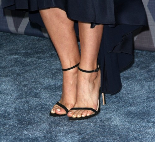 Julianne-Hough-Feet-7bf02433cc5292655.jpg