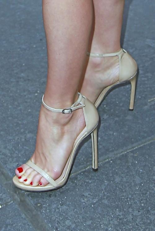 Julianne-Hough-Feet-9e7e6633067ddc5be.jpg