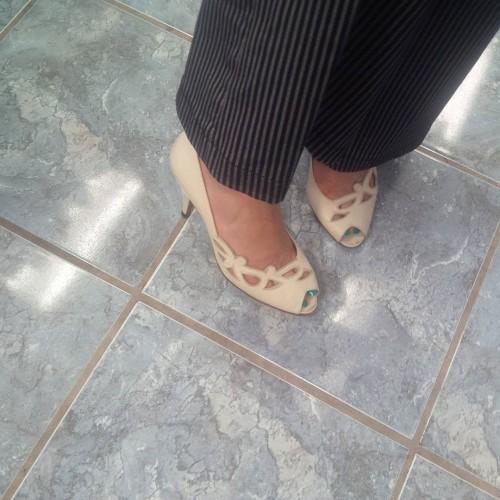 Julie-Taos-Feet-19a0275dc05a4196c.jpg