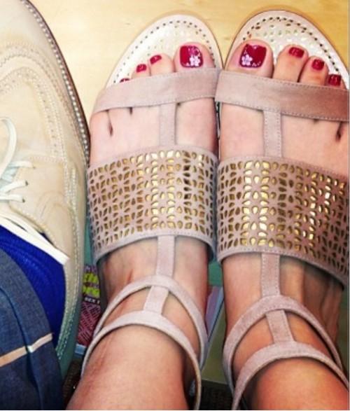 Kaley-Cuoco-Toes-18c49850f25d38f7b4.jpg