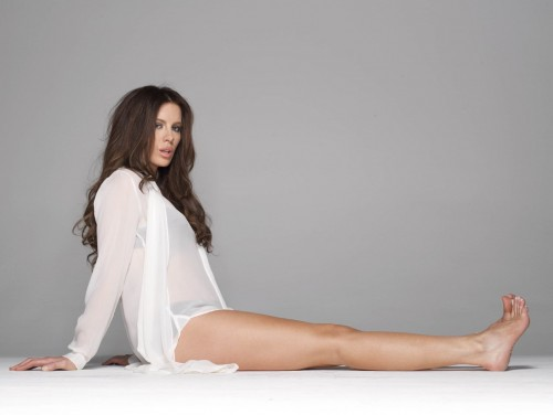 Kate-Beckinsale-Feet-5de51102da9f41625.jpg