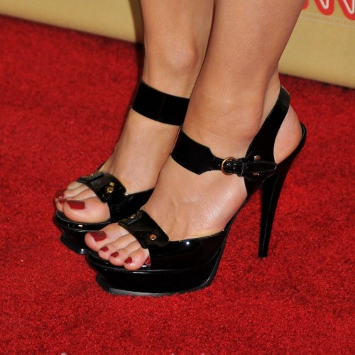 Kate-Beckinsale-Feet-6b3ed8c9e6026f955.jpg