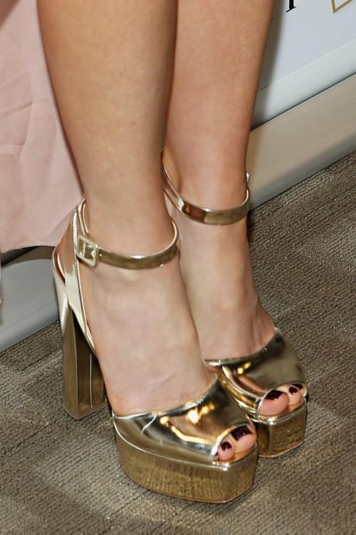 Kate-Beckinsale-Toes-46b5c7101ba3f67e0.jpg