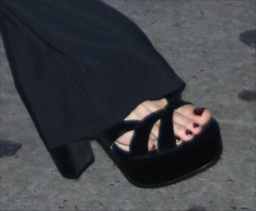 Kate-Beckinsale-Toes-624ccecf98d7ac1ec.jpg
