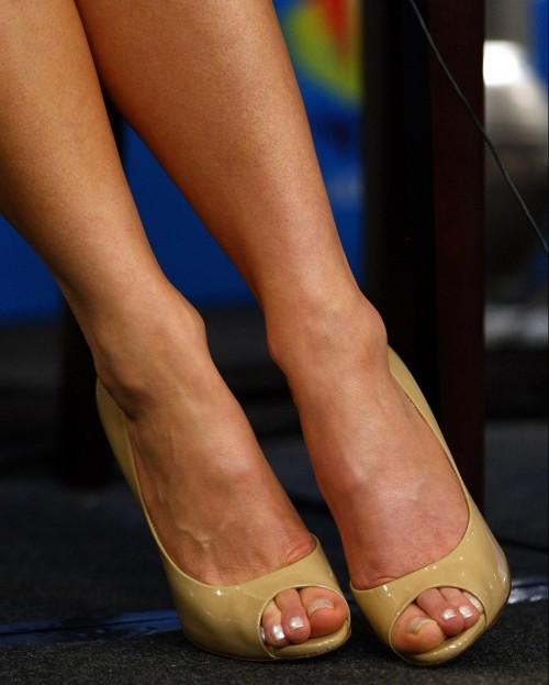 Kate-Beckinsale-Toes-8777e0e33ab5af373.jpg