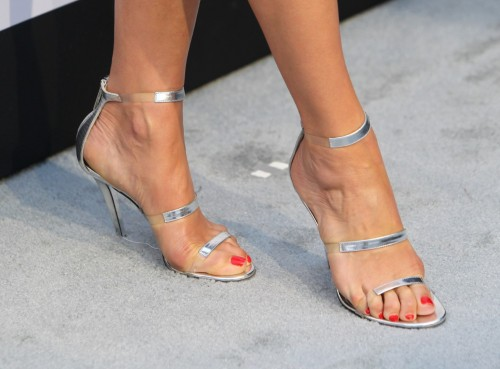 Kate-Walsh-Feet-398d2827efc8b77cf.jpg