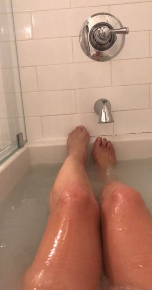 Kate-Walsh-Feet-95f0531fba2b87edc.jpg