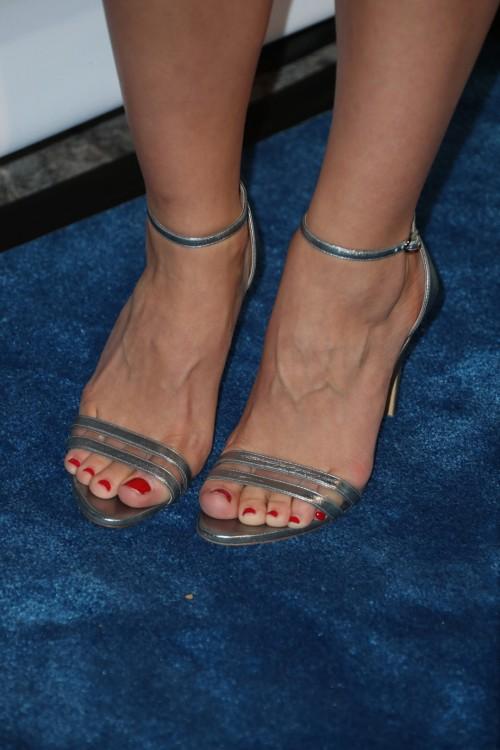 Katharine-McPhee-Feet-13c9b8e6b416a62fc7.jpg