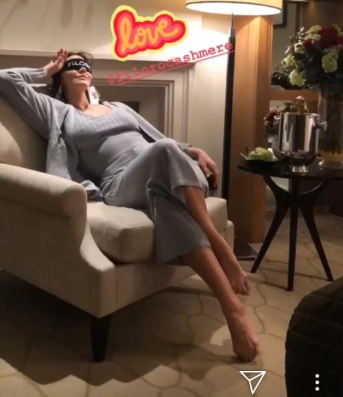 Katharine-McPhee-Feet-257fd96859eac1ae96.jpg