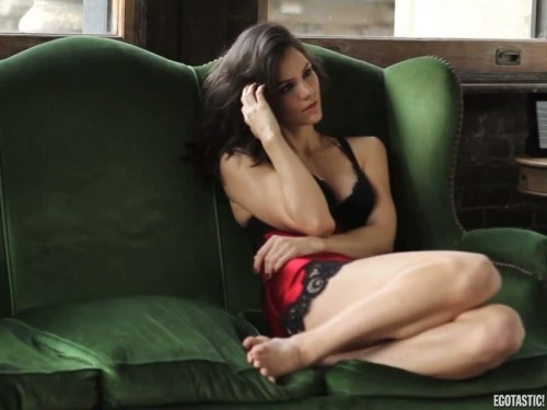 Katharine-McPhee-Feet-300622aa223b4f419d.jpg