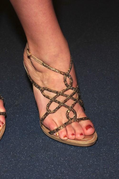 Katharine-McPhee-Feet-332f043d090ae1b82f.jpg