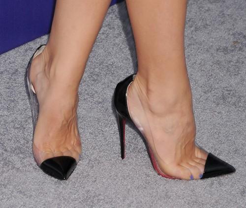 Katharine-McPhee-Feet-38661c6ca25ccec53e.jpg