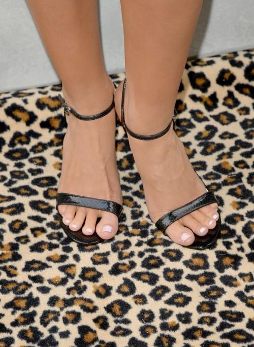 Katherine-Webb-Feet-3976d7a65851aa213.jpg