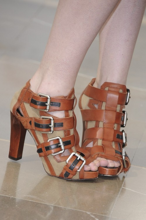 Katie-McGraths-Feet-206a7aa44adef646c9.jpg