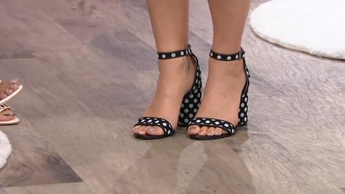 Katy-Perry-Feet-2423e018a71dddf96c.jpg