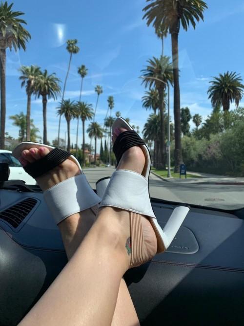 Katy-Perry-Feet-258d725e6ace572486.jpg