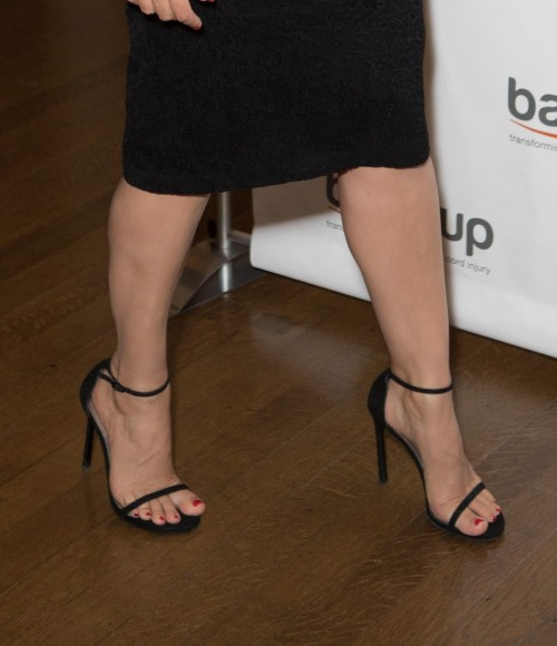 Kelly-Brook-Feet-341880074c45b33f54ac1b9.jpg